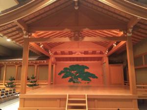 正面の松は奈良「春日大社」の松らしい