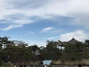 本州海岸に近い小島に建つ重要文化財・五大堂