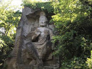 巨大磨崖仏(まがいぶつ)