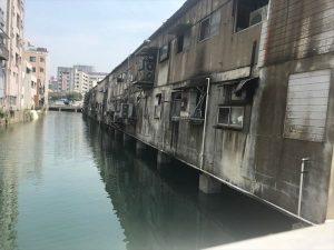 なんと!ヴェネチアのように水上に市場があります
