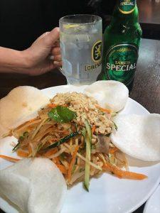 夏に食べたい!豚耳とパパイヤのサラダ