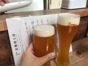 (写真7)「春の小川」と「雑穀ヴァイツェン」で乾杯