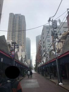 「もんじゃストリート」と高層マンション