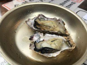 牡蠣小屋屋台でジューシーな蒸し牡蠣を